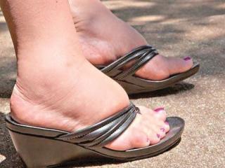 دلیل و درمان ورم پا در سالمندان