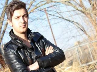 علی بابا ، خواننده جوان ایرانی