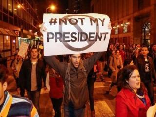 آمریکا همچنان صحنه اعتراضات به پیروزی ترامپ است/ تغییر رویکرد رئیس جمهور منتخب درباره کلینتونها
