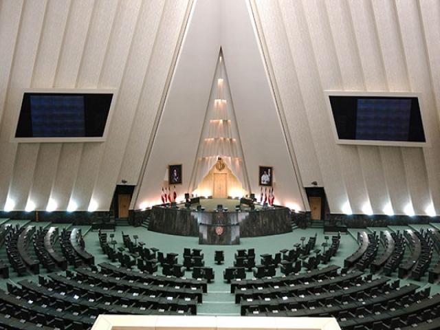 ادیانی:کمیسیون برنامه و بودجه محل رانت و ویژهخواری شده/تاجگردون: ادیانی باید از همه عذرخواهی کند