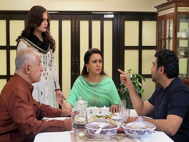 نقدی بر فیلم پر فروش سلام بمبئی