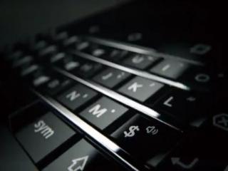 انتشار تصویر تیزری از تلفن هوشمند آینده TCL و بلک بری