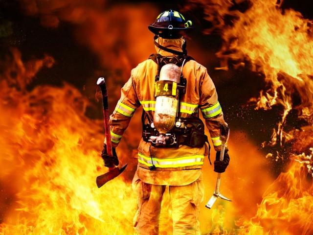 شغل آتش نشان = عشق به نجات انسان
