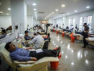"""استقبال از مراجعه مردم برای اهدای خون در پی حادثه """"پلاسکو"""""""