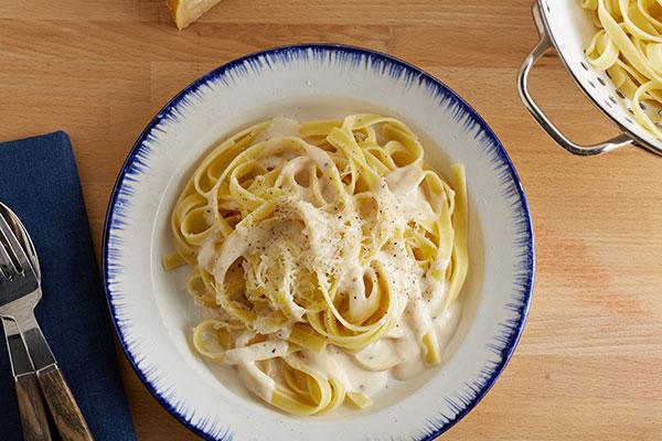 اسپاگتی با سس آلفردو-spaghetti with alfredo sauce