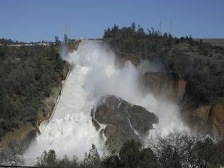 سد کالیفرنیا در حال فرو پاشی