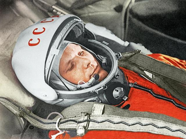 12 آوریل ، روز جهانی فضانوردی (نخستین پرواز انسان به فضا : 1961 م)