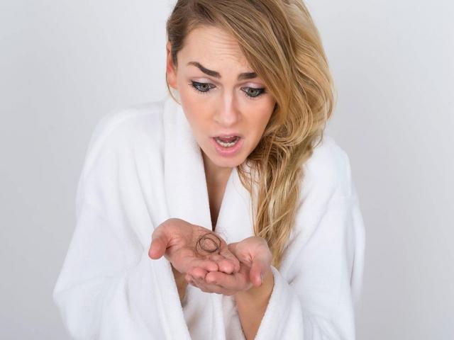 علل و راههای جلوگیری از ریزش مو در بارداری و پس از زایمان