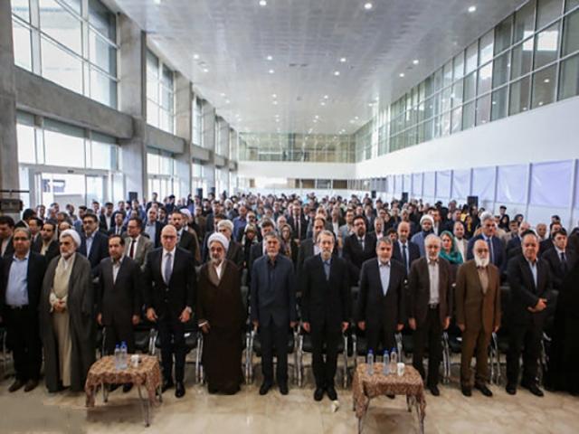 نمایشگاه بینالمللی کتاب با شعار «یک کتاب بیشتر بخوانیم» آغاز بهکار کرد