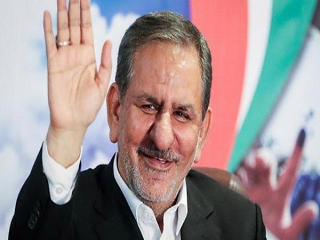 اسحاق جهانگیری به نفع حسن روحانی از انتخابات کنار رفت
