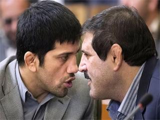 عباس جدیدی و علیرضا دبیر در صحن شورای شهر همدیگر را به باد کتک و ناسزا گرفتند !!