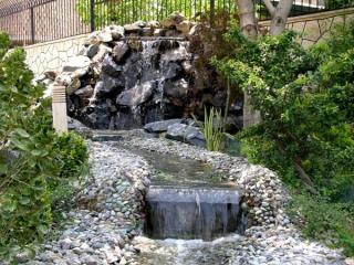 ساخت انواع آب نما از سنگی و شیشه ای تا موزیکال