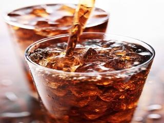 آیا نوشابه و نوشیدنی های گازدار و انرژی زا مضرند؟