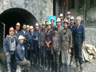 آخرین جزییات از انفجار معدن زغال سنگ / 13 معدنچی همچنان محبوس