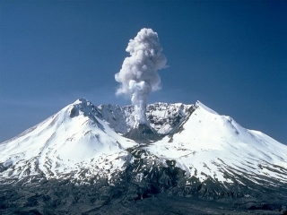 فعالیت آتشفشان تفتان عامل انتشار بوی نامطبوع در شهرستان خاش