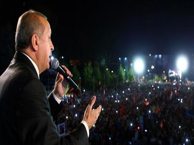اردوغان در سالگرد کودتای نافرجام ترکیه: گردن کودتاچیان را می زنم