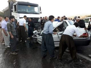 مصدومیت 12 زن و مرد و کودک در تصادف باغ بهادران