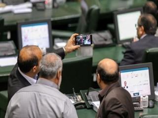 اقدام عجیب نمایندگان مجلس در مراسم تحلیف در بهارستان