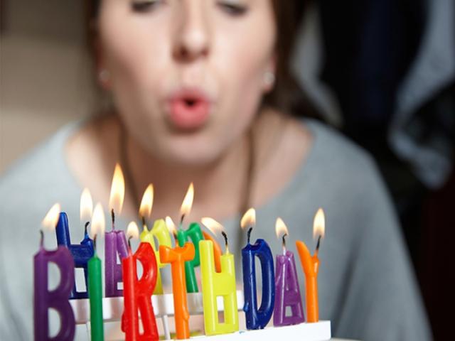چرا در جشن های تولد شمع فوت می کنیم ؟