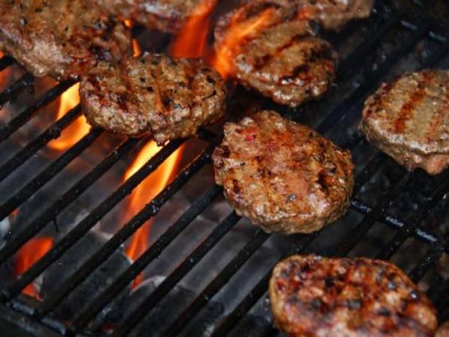 طرز تهیه همبرگر ذغالی خانگی