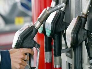 مجلس با افزایش پلکانی قیمت بنزین در سال 97 مخالفت کرد