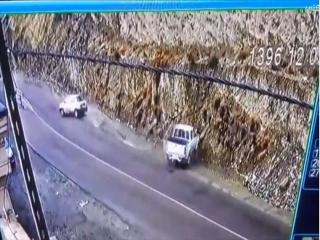 ریختن روغن در جاده چالوس برای ایجاد تصادف