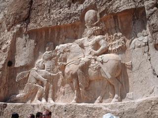 5 فروردین ، 25 مارس ، جنگ یزدگرد دوم با امپراتور روم (441 م)