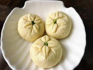 طرز تهیه شیرینی کرابیه گل برای عید نوروز
