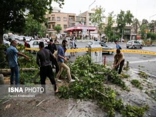 76 مصدوم و یک فوتی در طوفان دیروز تهران