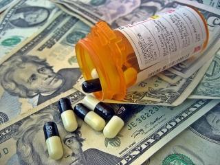 ارز یارانهای دارو پابرجاست/ دارو همچنان در فهرست کالاهای استراتژیک