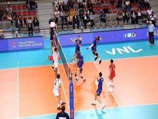والیبال ایران حریف فرانسه نشد ; پیروزی تمام مدعیان در روز نخست