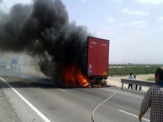 آتش گرفتن بار کامیون پنبه در حین حرکت