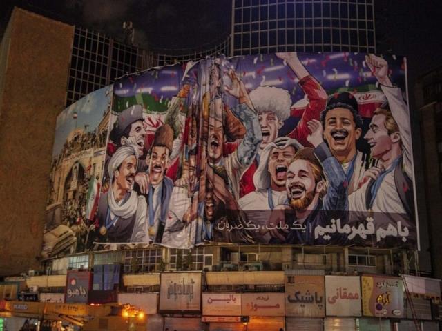 بیلبورد جنجالی میدان ولیعصر