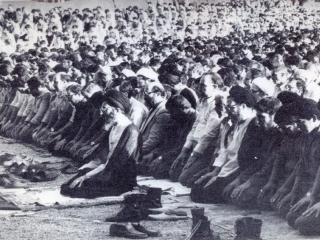 نماز عید فطر به امامت رهبر معظم انقلاب در سال 1359