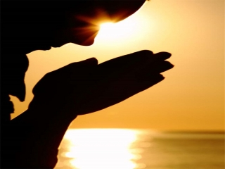 خدایا در این ماه رمضان مرا به خشنودیت نزدیک کن