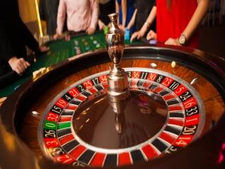 آشنایی با بازی رولت و تاریخچه آن + علت قمار بودن آن