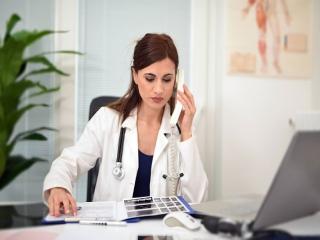 پزشک یا دکتر کیست؟ + تعریف پزشکی