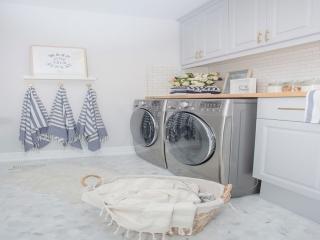 خشکشویی و اتوشویی چیست؟