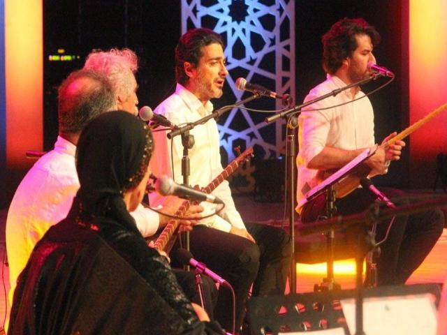 کنسرت همایون شجریان با حضور نوادهی مولانا برگزار شد | گزارش تصویری
