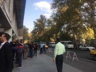 تجمع رانندگان مینیبوس در مقابل شورای شهر تهران/ اعتراض به جریمه طرح ترافیک خودروهای عمومی