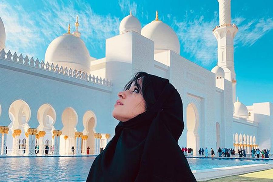 کامیلا کابیو در مسجد شیخ زاید ابوظبی امارات 16 فوریه 2019
