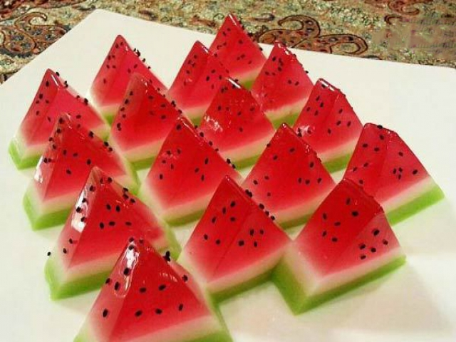 طرز تهیه ژله هندوانه (دسر مخصوص شب یلدا)
