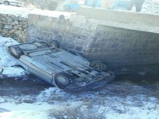 سقوط خودروی حامل دانش آموزان از پل روستای فیروزیان