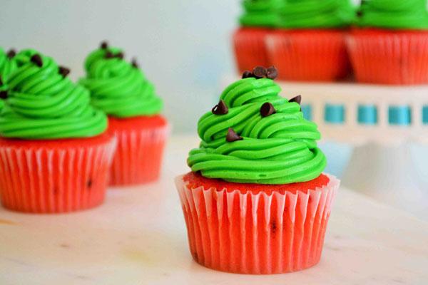 طرز تهیه کاپ کیک هندوانه برای شب یلدا-watermelon cupcakes for yalda night