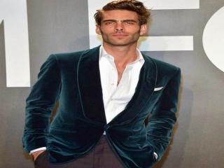 آشنایی با مدل اسپانیایی ، جان کورتاجارنا