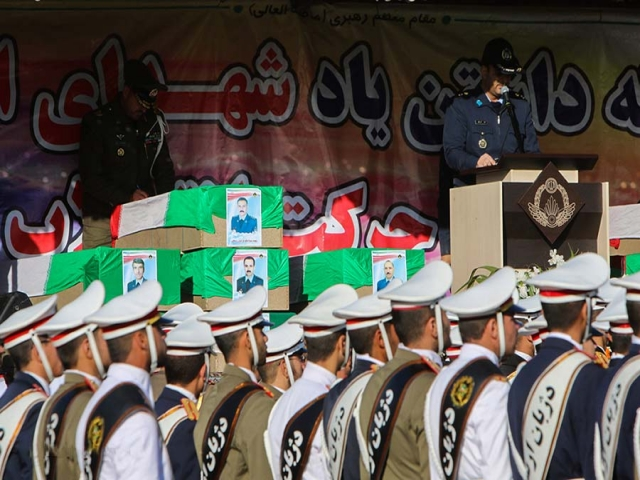 مراسم تشییع پیکر جانباختگان سانحه هواپیمای بوئینگ 707 ارتش برگزار شد