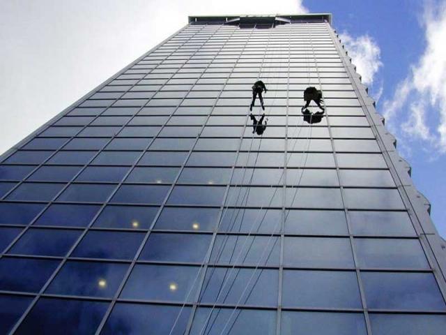 بهترین شرکت های خدمات راپل (کار در ارتفاع با طناب و بدون داربست) نماشویی، پیچ و رولپلاک در تهران