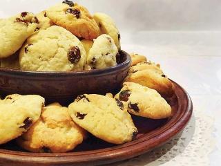 طرز تهیه شیرینی کشمشی مخصوص عید نوروز