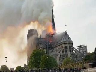کلیسای قدیمی نوتردام پاریس در آتش سوخت
