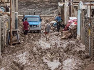 تلاش اصناف برای کمک به سیلزدگان / از قالیشویی رایگان تا جمعآوری کمکهای مردمی